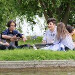 Adolescents dans un parc